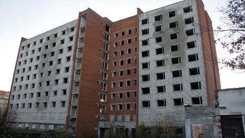 Esialgu pole selge, kas linnal õnnestub üheksakorruseline endine ühiselamuhoone veel sel aastal lammutada.