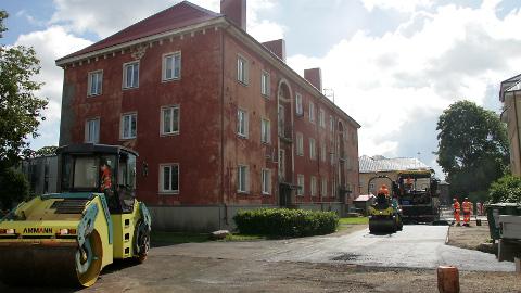 Jõhvi on toetanud viimased kaks aastat sisehoovide asfalteerimist. Uuest aastast hakatakse toetama ka fassaadide renoveerimist.