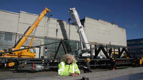 38 meetrit pikka katusekonstruktsiooni ei õnnestunud eile Jõhvist ära vedada. Uus katse alustada teekonda Soome tuleb  ilmselt järgmisel nädalal, kui leitakse sobivam treiler. Autojuht Tiit Tammeveski sõnul on sellise veose puhul pikkusele vaatamata juhtimise seisukohast hea, et see paistab läbi.