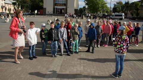 Haridus- ja teadusministeerium rahastab eesti keele tugiõpet. Teiste seas on toetatud Kohtla-Järve Järve gümnaasiumi ja Toila gümnaasiumi laste koosõppimist, sest vene emakeelega lapsi õpib mõlemas koolis.