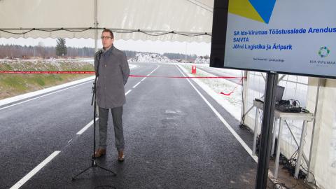 2015. aasta novemrbis avas Jõhvi tööstuspargi tollane majandusminister Kristen Michal. Tollal loodeti, et õige pea algab seal ka uute ettevõtete rajamine, et järgenud ligemale pooleteist aasta jooksul pole seda veel toimunud.