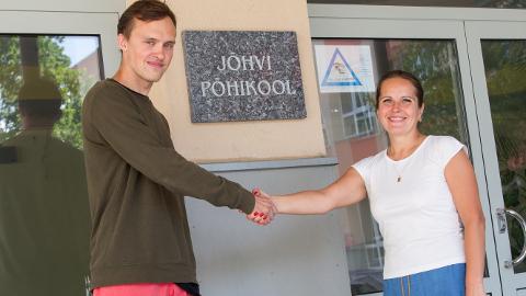 Hendrik Pillmann ja Liina Mihkelson löövad käed: 1. septembrist saab Jõhvi põhikool noore geograafia- ja ühiskonnaõpetuse õpetaja.