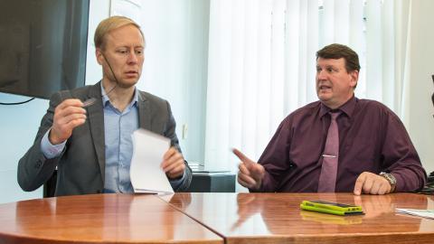 Andres Vainola (paremal) on viimased kolm aastat Eesti Energia juhatuses vastutanud nii kaevanduste kui ka Jõhvis asuva tehnoloogiaettevõtte Enefit Solutions tegevuse eest, alates detsembrist võtab selle töö temalt üle Raine Pajo, kes jätkab samal ajal ka elektrijaamade ja õlitehaste tegevuse kureerimist.