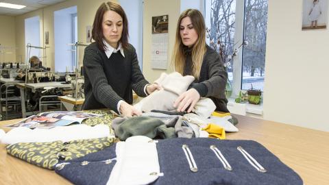 Jana Vladimirova ja Irina Livak ei osanud uneski näha, et nende väikesest vankrikottide tootmisest kasvab välja kaubamärk, mida esitletakse auväärselt koos teiste Eesti disaini kaubamärkidega.