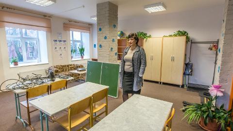 Irina Šulgina näitas klassiruumi, kus hakkab õppima 7.a klass. Veel viimased ettevalmistused ja esmaspäevast saab õppetöö alata.