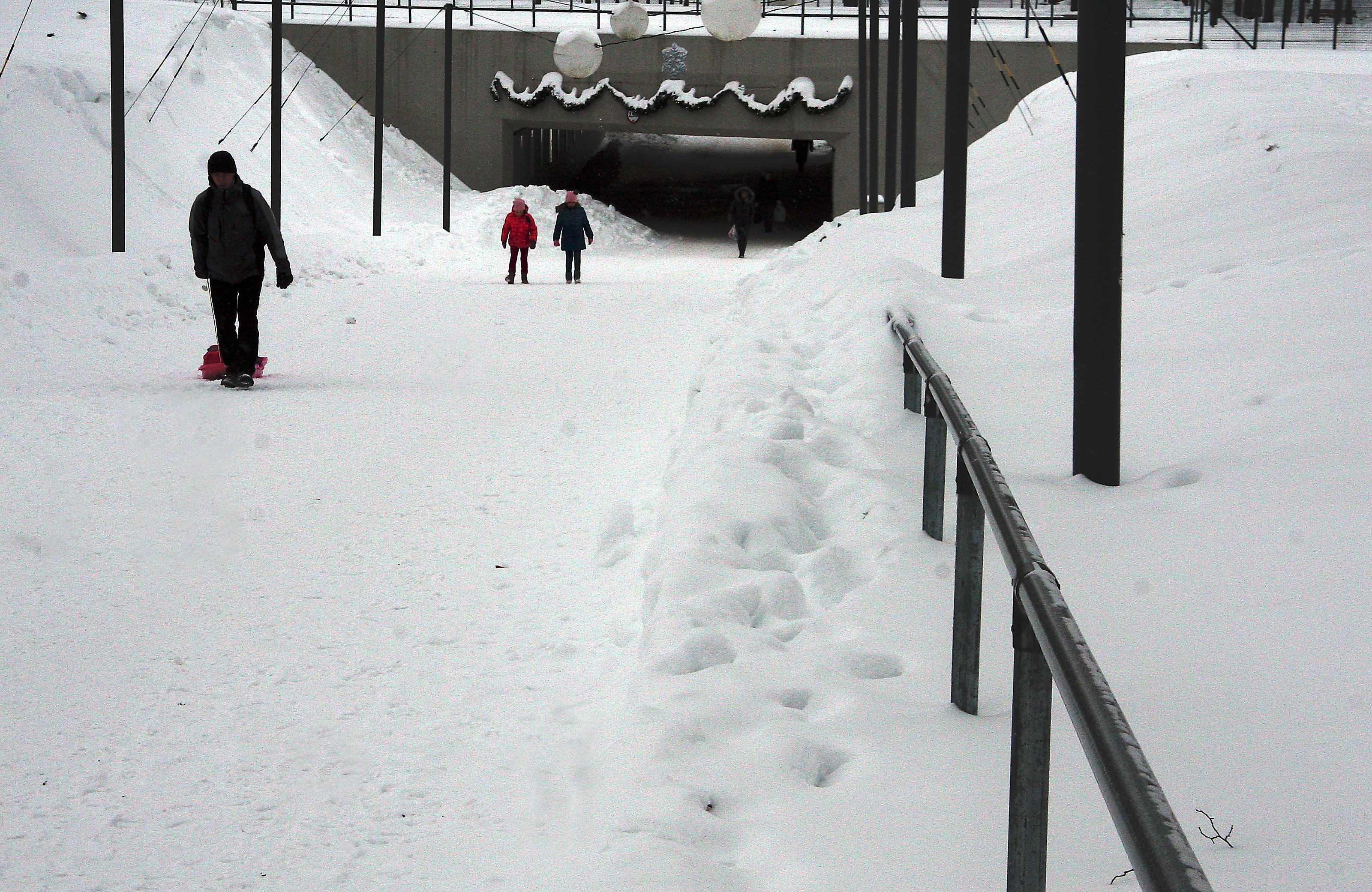 PABERLEHT 10. JAANUARIL – lumepudrused tänavad, 100 aastane lahing, laadad suretavad väikepoode